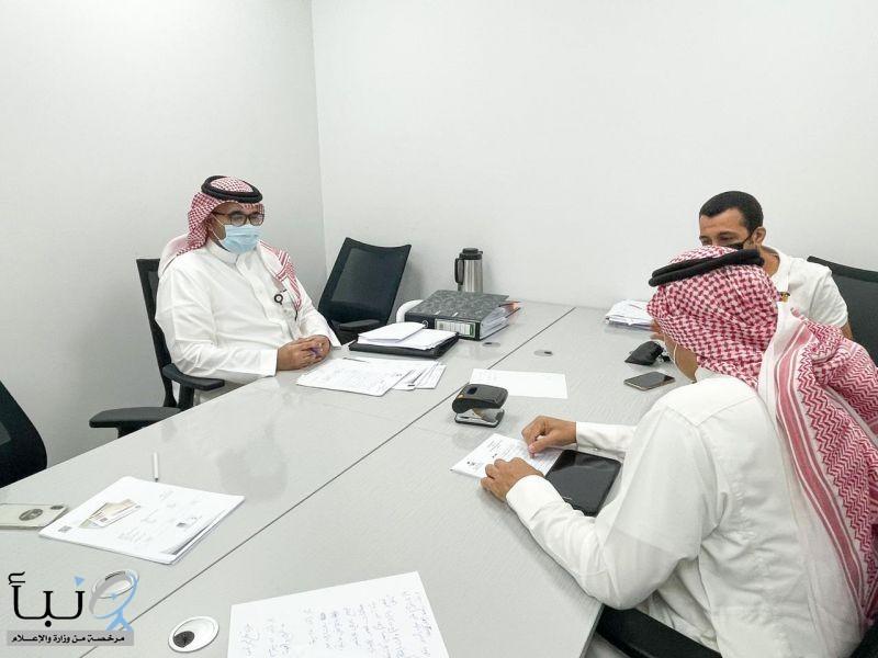 """#عاجل """"صحة الرياض"""" تضبط مواطن و وافد يتاجران في شهادات فحوصات كورونا"""