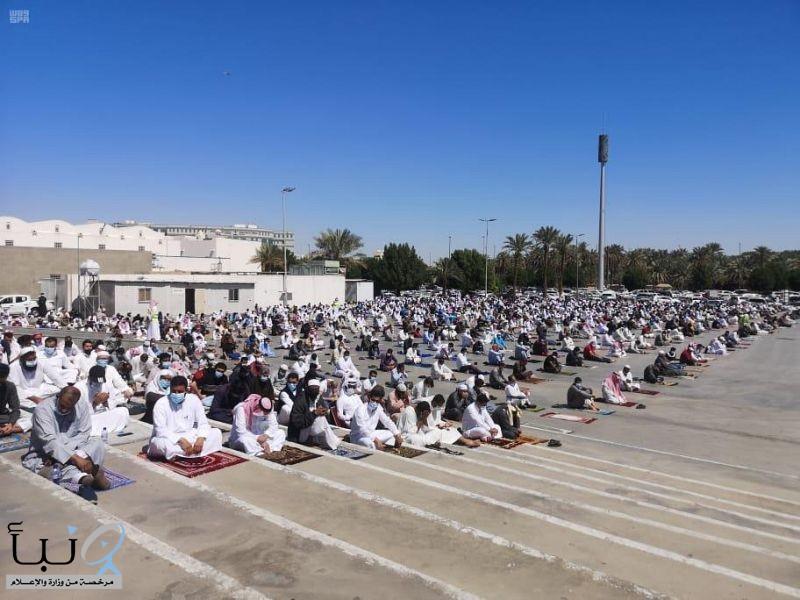 25 متطوعاً ومتطوعة لتنظيم المصلين في مسجد قباء