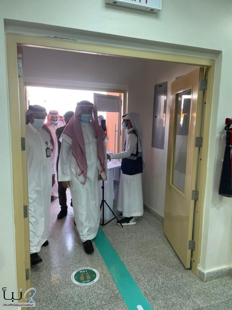 محافظ السليل يزور لمركز لقاحات كورونا كوفيد ١٩ بالسليل