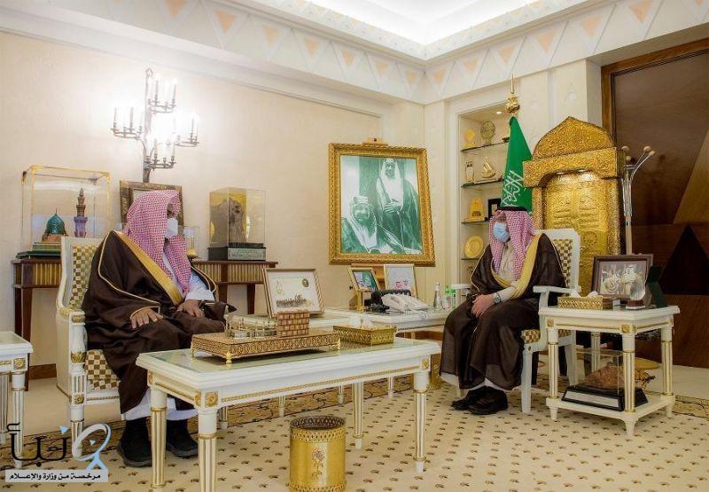 سمو أمير القصيم يستقبل مدير فرع هيئة الأمر بالمعروف بالمنطقة