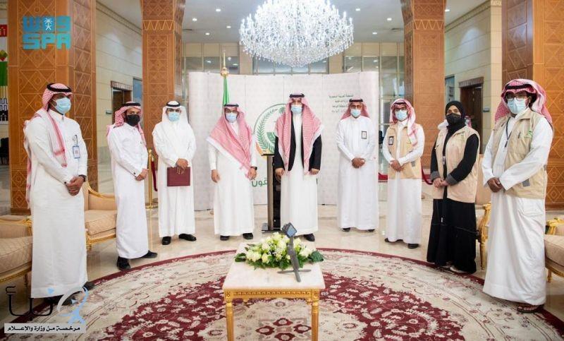 سمو أمير الباحة يكرّم المتقاعدين والمتقاعدات بصحة المنطقة