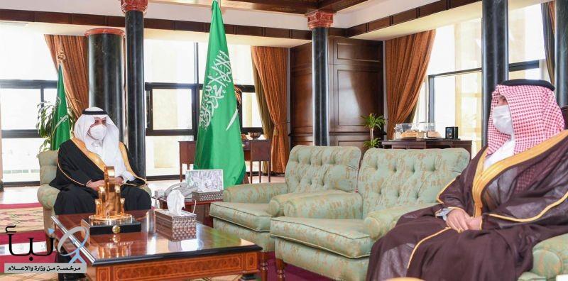 أمير تبوك يلتقي مدير فرع الشؤون الإسلامية بالمنطقة