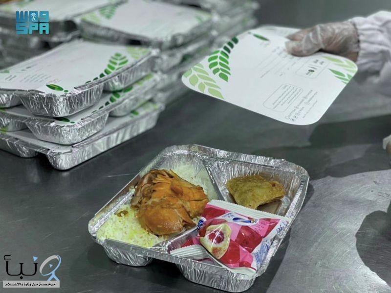 """جمعية """" خيرات"""" توزّع أكثر من 13 ألف وجبة يوميًا على المستفيدين بمدينة الرياض"""