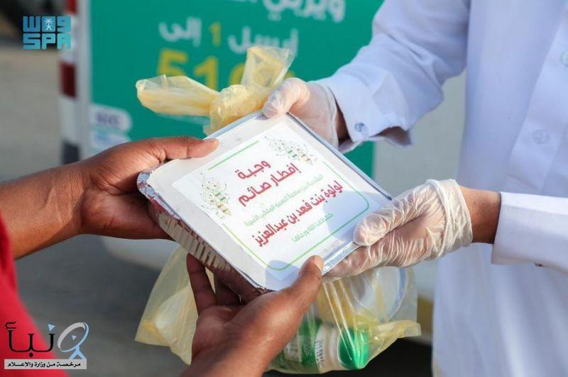 """جمعية """" ساعد الخيرية """"بعرعر توزع أكثر من 1500 وجبة إفطار صائم خلال أربعة أيام"""