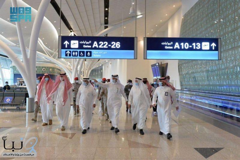 وزير النقل يتفقد مطاري الرياض وجدة استعداداً لعودة الرحلات الدولية