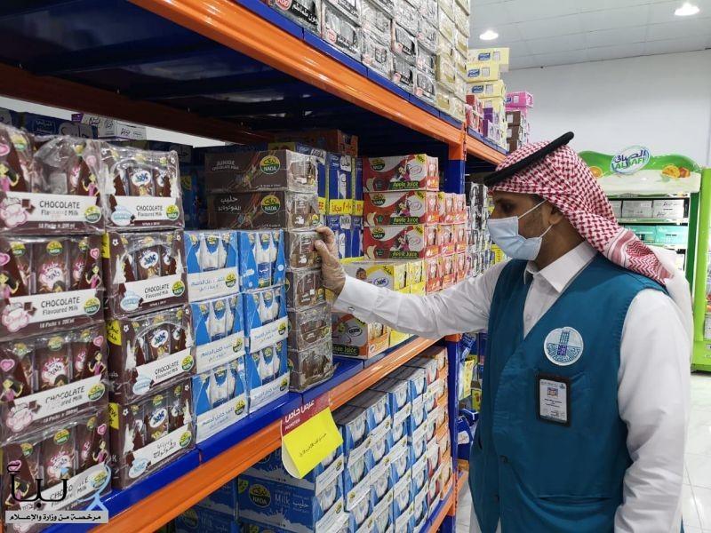 أمانة الشرقية تنفذ 1366 جولة رقابية وتغلق 11 منشأة وترصد 65 مخالفة للإجراءات الاحترازية في الأسواق والمراكز التجارية أمس السبت