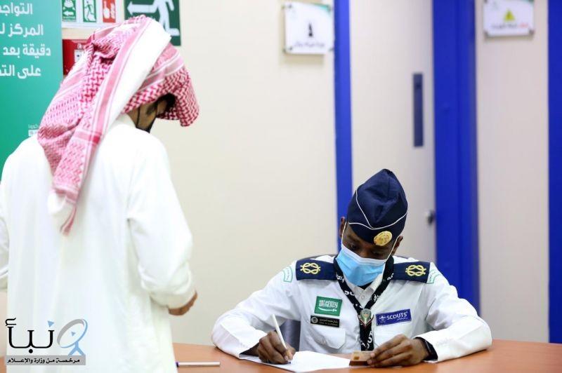 كشافة لجان التنمية بوادي الدواسر يساندون الأطقم  الطبية في مركز أخذ اللقاحات