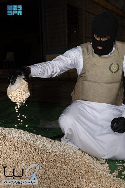 مكافحة المخدرات: القبض على مقيمَين ونازح لمحاولتهم تهريب (2,700,000) قرص إمفيتامين مخدر