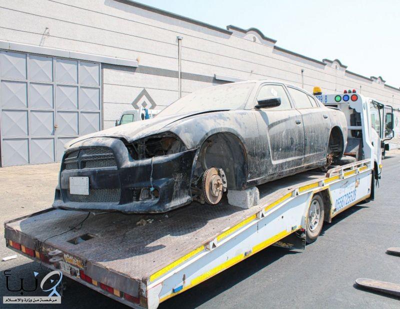 """بلدية وسط الدمام تطلق حملة مشتركة لإزالة السيارات التالفة في المنطقة الصناعية """"خضرية الدمام"""""""