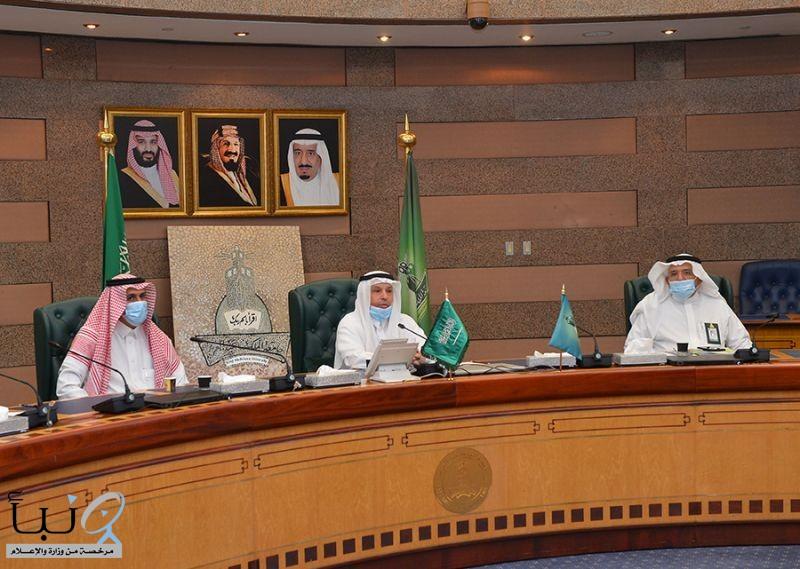 رئيس جامعة الملك عبدالعزيز يستقبل وفداً من الاتّحاد السعوديّ للأمن السيبرانيّ والبرمجة والدرونز