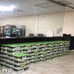 ضبط عمالة تقوم بنقل وتخزين مواد غذائيه بطرق مخالفة للإجراءات الاحترازية في حائل