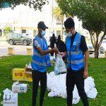 لجنة المسؤولية الاجتماعية بغرفة تبوك تواصل توزيع وجبات إفطار للصائمين