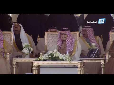 """بالفيديو.. """"ابن فطيس"""" في قصيدة أمام الملك سلمان: أنت الإمام الصدق"""
